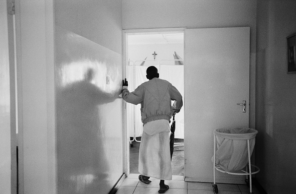 One Man Only「AIDS patient. Mother of Mercy Hospice, Chilanga Zambia 2000」:写真・画像(18)[壁紙.com]