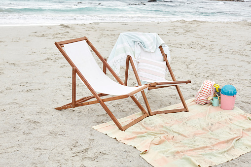 Deck Chair「Empty sun loungers on the beach with towels and toys」:スマホ壁紙(1)