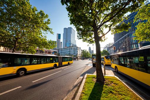 Boulevard「Buses in Kurfürstendamm」:スマホ壁紙(8)