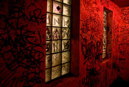 Nightclub「Graffiti Lining Red Walls of Night Club」:スマホ壁紙(11)