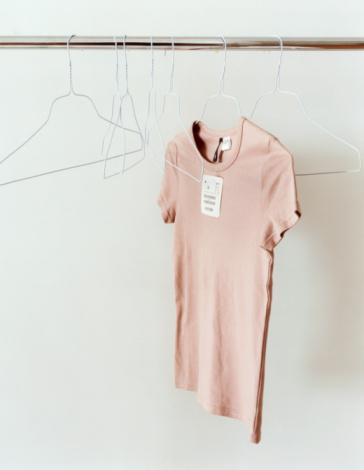 Clothes Rack「T-shirt and Hangers on Rail」:スマホ壁紙(6)