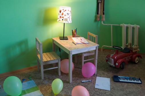 子供時代「view into childrens room」:スマホ壁紙(5)