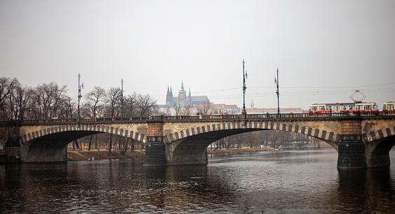 フラッチャニ「Bridge in Prague with view of Prague Castle」:スマホ壁紙(15)