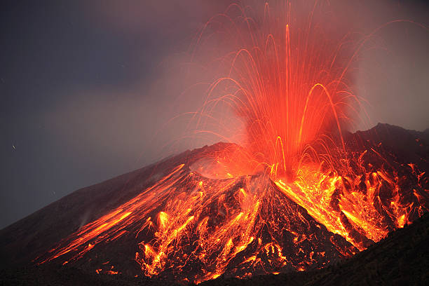 January 1, 2010 - Explosive Vulcanian eruption of lava on Sakurajima Volcano, Japan.:スマホ壁紙(壁紙.com)