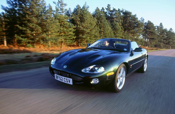 2002「2002 Jaguar XKR convertible」:写真・画像(15)[壁紙.com]