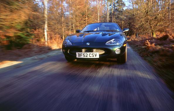 Country Road「2002 Jaguar XKR convertible」:写真・画像(1)[壁紙.com]