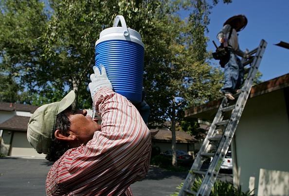 Roofer「Power Outages Prolong California Heat Crisis」:写真・画像(15)[壁紙.com]
