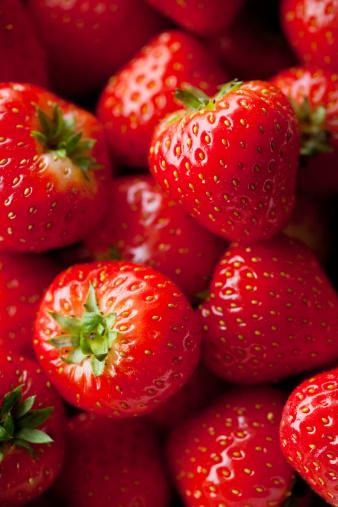Saturated Color「Macro shot of strawberry」:スマホ壁紙(16)