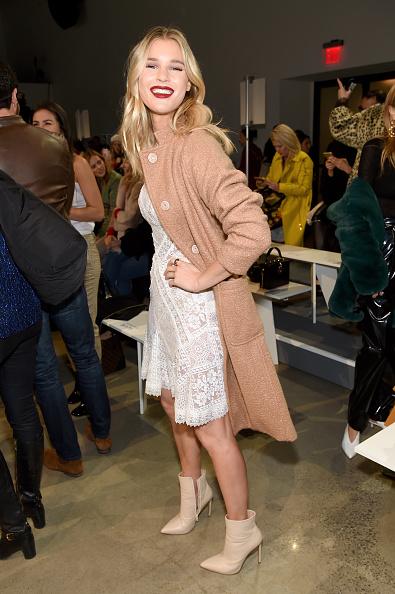 ニューヨークファッションウィーク「Tadashi Shoji - Front Row - February 2018 - New York Fashion Week: The Shows」:写真・画像(18)[壁紙.com]