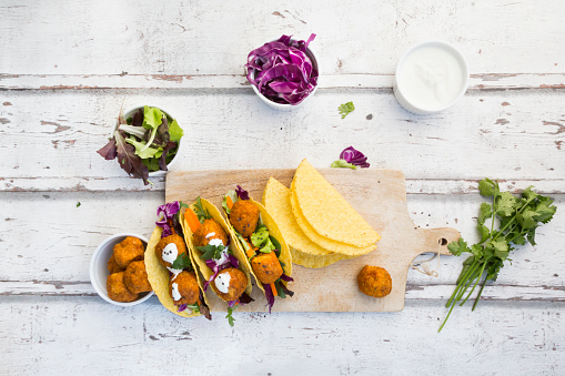 Sweet Potato「Tacos with mixed salad, sweet patato Falafel, carrot, red cabbage, yoghurt sauce, parsley and black sesame」:スマホ壁紙(19)