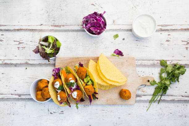Tacos with mixed salad, sweet patato Falafel, carrot, red cabbage, yoghurt sauce, parsley and black sesame:スマホ壁紙(壁紙.com)