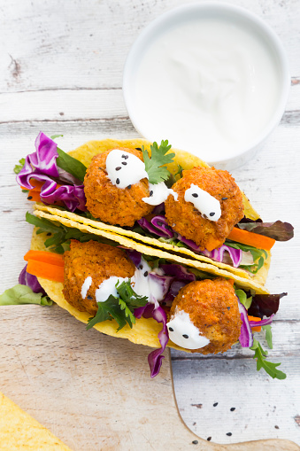 Taco「Tacos with mixed salad, sweet patato Falafel, carrot, red cabbage, yoghurt sauce, parsley and black sesame」:スマホ壁紙(1)