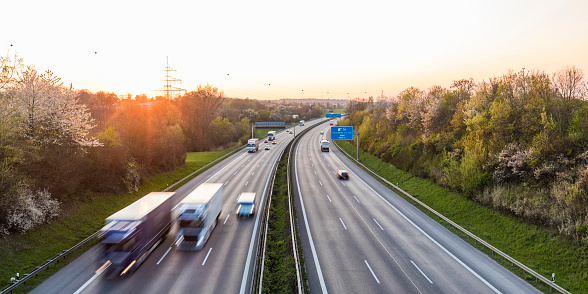 Multiple Lane Highway「Germany, Baden-Wuerttemberg, traffic on Autobahn A8 at sunset」:スマホ壁紙(5)