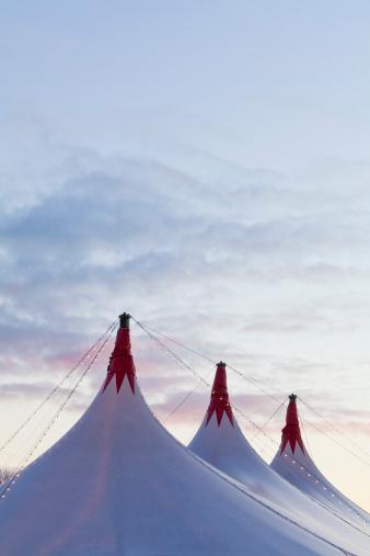 Circus Tent「Germany, Baden Wuerttemberg, Stuttgart, Big circus tent tops against sky」:スマホ壁紙(11)