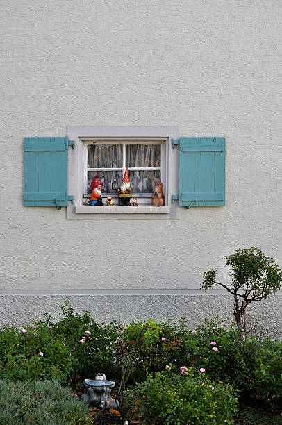 Germany, Baden Wuerttemberg, Window with shutter and garden gnomes:スマホ壁紙(壁紙.com)