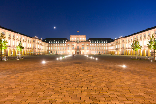 Baroque Style「Germany, Baden-Württemberg, Mannheim, View of baroque palace at night」:スマホ壁紙(14)