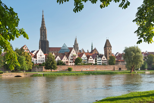 Cathedral「Germany, Baden-Wuerttemberg, Ulm, minster and Metzgerturm at River Danube」:スマホ壁紙(14)