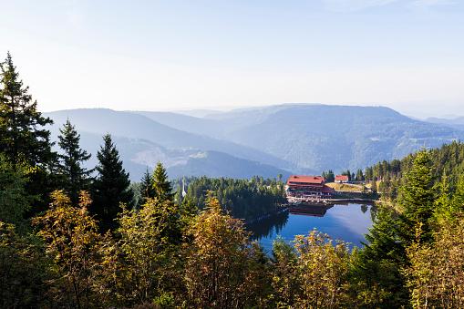 Baden-Württemberg「Germany, Baden-Wurttemberg, Black Forest, Hotel at Lake Mummelsee」:スマホ壁紙(19)