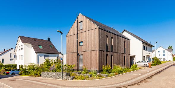 Efficiency「Germany, Baden-Wuerttemberg, Stuttgart, Ostfildern, modern efficiency house, wooden facade, thermal insulation」:スマホ壁紙(9)