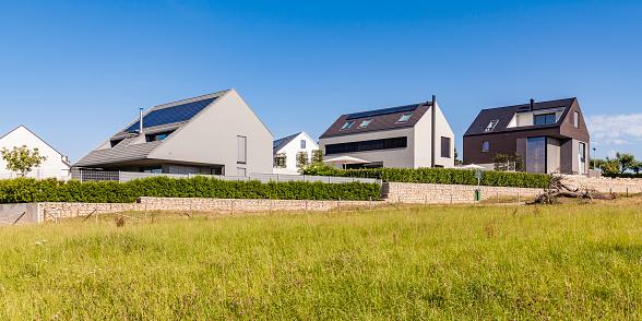 Solar Energy「Germany, Baden-Wuerttemberg, Stuttgart, Ostfildern, modern efficiency villas, solar panels on roof」:スマホ壁紙(7)