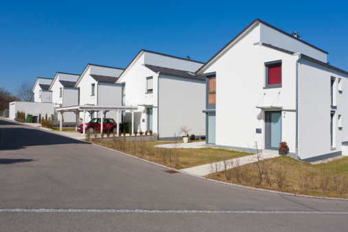 バーデン・ビュルテンベルク州「Germany, Baden Wurttemberg, Aldingen, Row of modern detached houses」:スマホ壁紙(3)