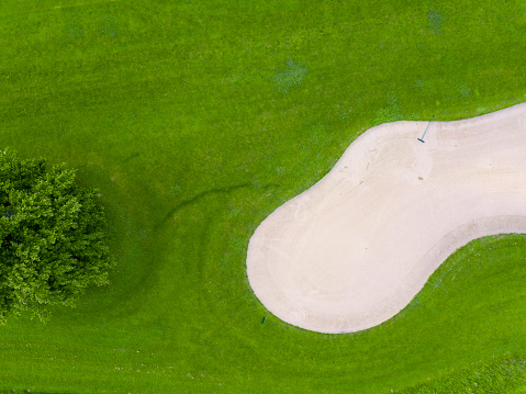 Sand Trap「Germany, Baden-Wuerttemberg, Aerial view of golf course with bunker, green and rake」:スマホ壁紙(0)