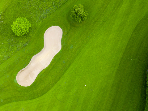 Putting - Golf「Germany, Baden-Wuerttemberg, Aerial view of golf course with bunker, green and hole」:スマホ壁紙(9)