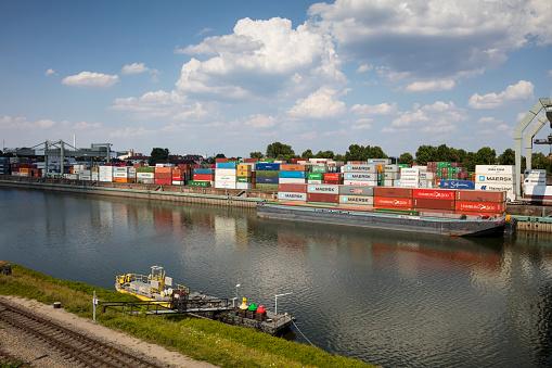 Mannheim「Germany, Baden-Wuerttemberg, Mannheim, Muehlauhafen, Container terminal」:スマホ壁紙(18)
