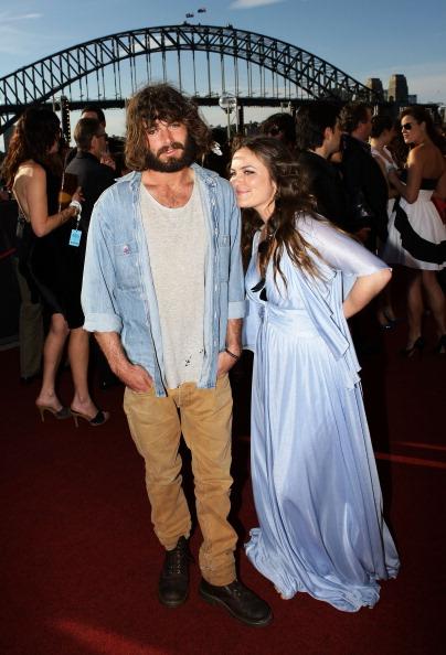 Description「2010 ARIA Awards - Arrivals」:写真・画像(1)[壁紙.com]