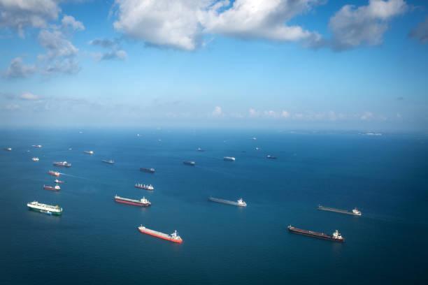 Transport ships at the ocean, Singapore:スマホ壁紙(壁紙.com)