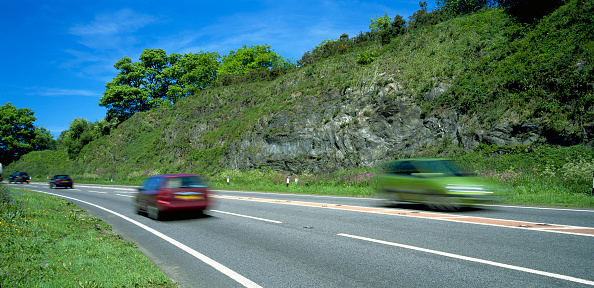Two Objects「Cars on dual carraigeway passing by stony outcrop, Cornwall, UK」:写真・画像(16)[壁紙.com]