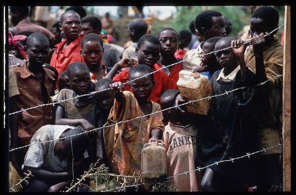 大量殺人「Hutu Refugees Flee Tribal Violence」:写真・画像(19)[壁紙.com]