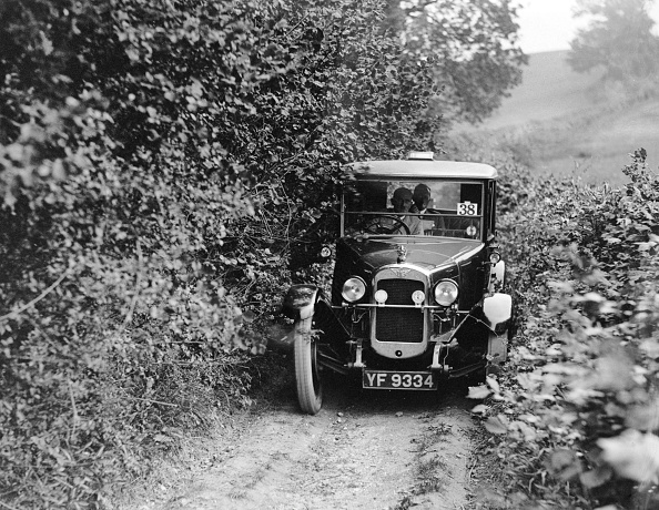 Country Road「Austin 12/4 Windsor saloon taking part in the North West London Motor Club Trial, 1 June 1929」:写真・画像(11)[壁紙.com]