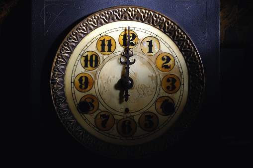 Fairy Tale「Vintage Clock Striking 12」:スマホ壁紙(14)