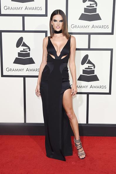 アレッサンドラ・アンブロジオ「The 58th GRAMMY Awards - Arrivals」:写真・画像(4)[壁紙.com]