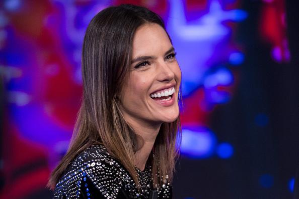Supermodel「Alessandra Ambrosio Attends 'El Hormiguero' Tv Show」:写真・画像(4)[壁紙.com]