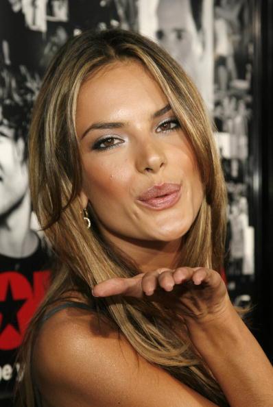 """Blowing a Kiss「LA Premiere of HBO's """"Entourage"""" Season 3 - Arrivals」:写真・画像(16)[壁紙.com]"""