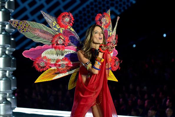 Alessandra Ambrosio「2017 Victoria's Secret Fashion Show In Shanghai - Show」:写真・画像(10)[壁紙.com]