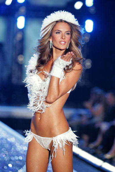 Victoria's Secret「The Victoria's Secret Fashion Show - Show」:写真・画像(2)[壁紙.com]