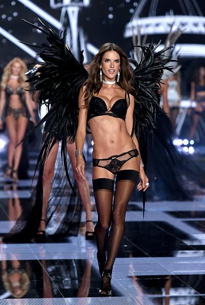 アレッサンドラ・アンブロジオ「2014 Victoria's Secret Fashion Show - Show」:写真・画像(15)[壁紙.com]