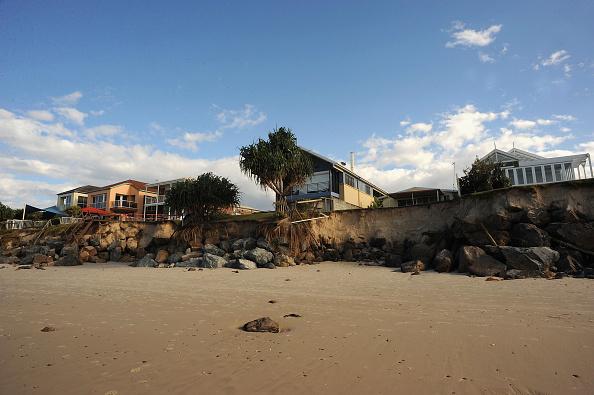 Eroded「Queensland's Beachside Properies Teeter Following King Tide Erosion」:写真・画像(10)[壁紙.com]