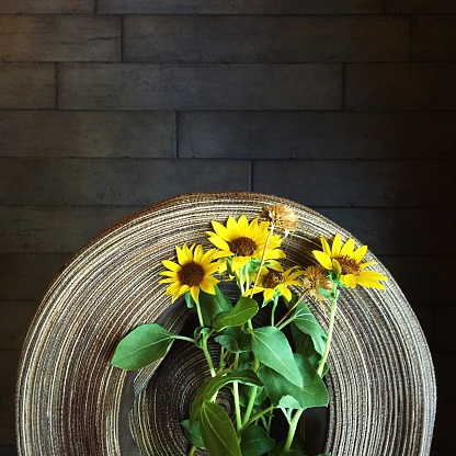 ひまわり「bunch of sunflowers in a straw hat」:スマホ壁紙(17)