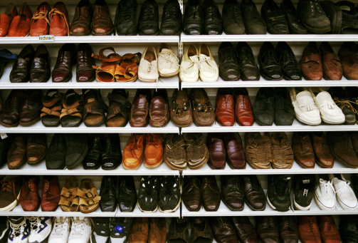 Shoe Store「Shoes on rack at store」:スマホ壁紙(16)