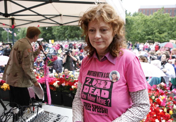母の日「Activists Stage Mother's Day Antiwar Protest In Front Of White House」:写真・画像(11)[壁紙.com]