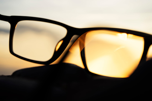 Eyesight「A series of abstract images of black rimmed reading glasses at sunset with selective focus」:スマホ壁紙(8)