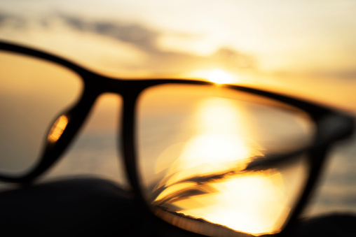 Eyesight「A series of abstract images of black rimmed reading glasses at sunset with selective focus」:スマホ壁紙(11)