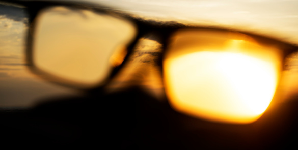 Eyesight「A series of abstract images of black rimmed reading glasses at sunset with selective focus」:スマホ壁紙(15)