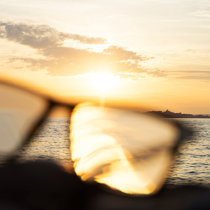 Eyesight「A series of abstract images of black rimmed reading glasses at sunset with selective focus」:スマホ壁紙(9)