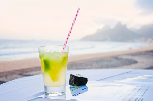Rio「Caipirinha with Ipanema beach in the background」:スマホ壁紙(17)