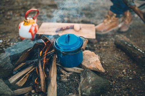 Tourist「Campfire in forest」:スマホ壁紙(15)